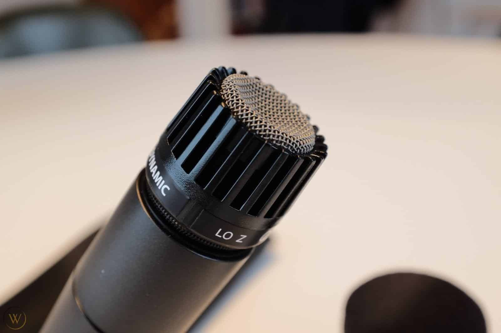 Sm57 est idéal pour les vocales.