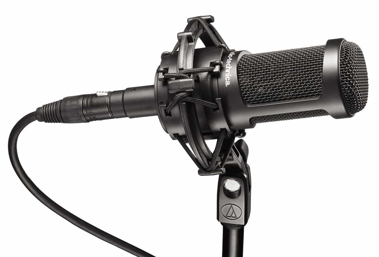 Le micro studio AT2050 intègre un filtre passe-haut à son intérieur.