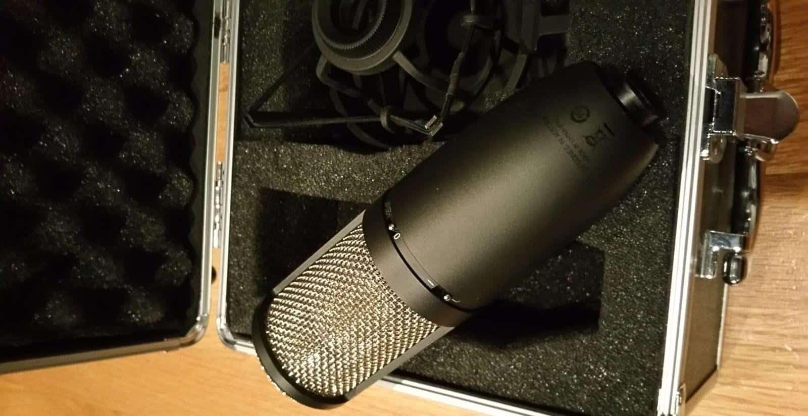 L'AKG P420,micro-cravate sans fil.